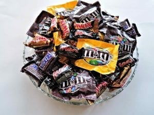 A bowl of m&ms