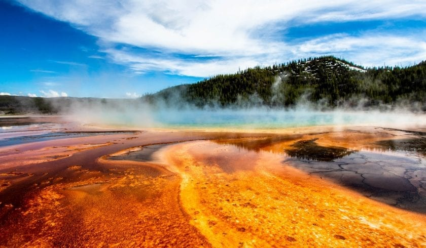 Facts about the Yellowstone National Park