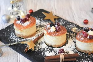 cheesecake sprinkled with icing sugar